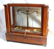 Beau Trébuchet de Grande Précision sous cage de verre / époque XIXè