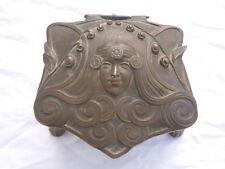 Coffret boite à bijoux décor femme patine bronze d'époque Art Nouveau