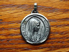 ANTIQUE RELIGIOUS MEDAL AVE MARIA GRATIA PLENA IN PRAYER WITH HER ROSARY,LOURDES