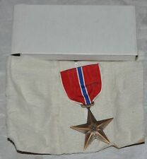 1945 WWII US BRONZE STAR MEDAL, SLOT BROOCH, GENUINE, IN ORIGINAL CARTON
