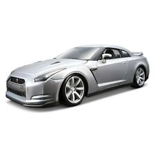 Bburago 1:18 Diecast 2009 Nissan GT-R (Colours May Vary)