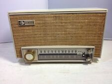 Vintage 1950's Zenith K725 AM/FM Tube Table Radio