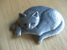 VINTAGE PEWTER J J SLEEPING C AT PIN BROOCH SIGNED NICELY DETAILED