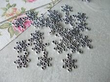 20 X CHRISTMAS SNOWFLAKE SILVER COLOUR TIBETAN METAL CHARMS/PENDANTS,XMAS