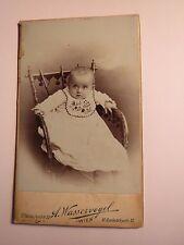 Wien - 1902 - Mizzi Cink als kleines Kind - Baby auf einem Stuhl Lätzchen / CDV