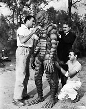 CREATURE FROM THE BLACK LAGOON GETS LAST MINUTE TOUCHUP FROM CREW 8X10 PHOTO