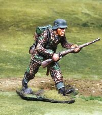 COLLECTORS SHOWCASE CS00805 Waffen SS Advancing, Pewter Soldier, Age 14