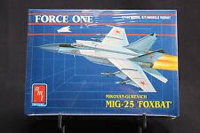 XG070 AMT 1/144 maquette avion 8833 Force One Mikoyan Gurevitch MIG-25 Foxbat