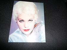 KIM NOVAK signed Autogramm In Person A4 Magazinseite
