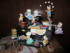 Enesco musical mice Small World of Music Home on the Range mice cooking pies