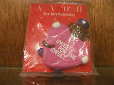 AVON GIFT COLLECTION LOVE DLIVERY VALENTINE SWEETS FOR THE SWEET MAGNET NOS