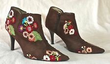Beverly Feldman Embroidered Flower Pointed Toe Ankle Boots size 6.5     AR0497