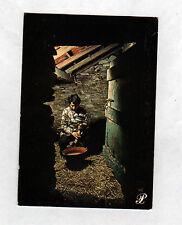 En GASCOGNE (32) GAVEUSE D'OIE au travail / Edition PRESTIGE