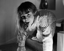 Linda Blair UNSIGNED photo - 1373 - The Exorcist