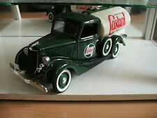 "Solido Ford V8 ""Castrol""in White/Green on 1:19"