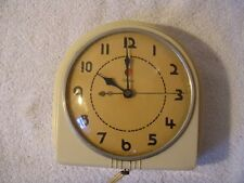 Vintage Mid Century Telechron  Kitchen Clock. Red Dot,,Art Deco Look Cream color