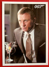 JAMES BOND Quantum of Solace - Card #045 - The Temptation Is Too Much To Resist