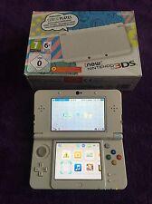 Console New Nintendo 3DS Blanche + 3 Jeux + Housse