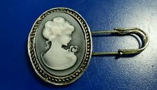 Winter XMas Arrival Gifts - Antique affect Vintage Lady Brooch Broach Cake Pin