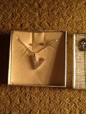 Aura Necklace With Letter V And Earring Set