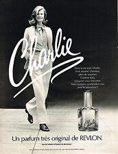 PUBLICITE ADVERTISING 084  1974  REVLON  eau de toilette CHARLIE en atomiseur