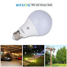 E27 9W Dusk to Dawn Auto Sensor Light Bulb Sensor LED Lamp Bulb Neutral White