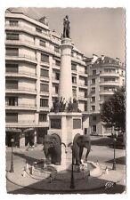 chambery , la fontaine des éléphants