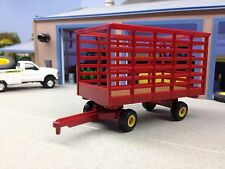 1/64 ERTL NEW HOLLAND SQUARE BALE KICKER HAY WAGON