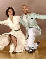 Cyd Charisse and Fred Astaire UNSIGNED photo - C475 - The Band Wagon