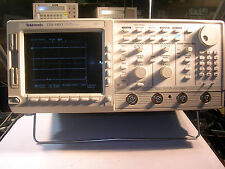 Tektronix TDS 640A  Oscilloscope  Tested Working comes with a probe