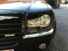 Chrysler 300 C phares éblouir méchant regard Evil Look eyelids madeyes Cover