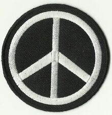 ECUSSON PATCH THERMOCOLLANT PEACE  AND LOVE ROND NOIR ET BLANC DIAMETRE 6,8 CM