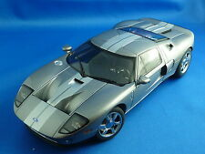 1/18 FORD GT 2004 (titanium grey- silver strips)