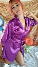 Satin Kimono Morgenmantel Negligee Hausmantel in Lila mit Gürtel & String