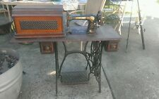VINTAGE SINGER SEWING MACHINE WITH TABLE AND COFFIN LID
