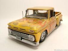Chevrolet C-10 Stepside Pick Up 1965 gold mit Flammen, Modellauto 1:18 Sun Star