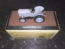 "Atlas edition-ferguson TE-20 - 1953 ""little grey fergie modèle"" tracteur."