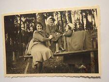 Gegend Amberg - Frau und Mädchen am Pumperhölzl am 25. April 1934 / Foto