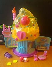 Squinkies Cupcake Bakery with accessories and 9 Cats/Kittens with bubbles