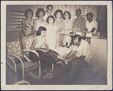large vintage photo footwear shoes shop Cuba foot fetishism pied foto ca 1955