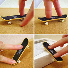 2PCS Mini Finger Board Skateboard Novelty Kids Boys Girls Toy Gift for Party TP