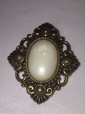 VTG. LARGE FROSTY MOON GLOW CAB ORNATE DIAMOND SHAPED GOLD PLATED BROOCH