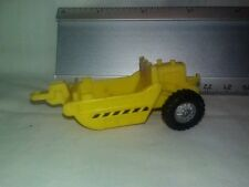 Tonka 1999 Kentoys Yellow Plastic Small pull behind cement spreader trailer Toy