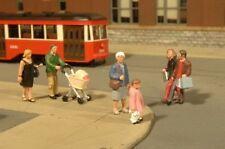 Bachmann Industries Miniature HO Scale Strolling People Figure (5 Piece)