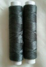 NUOVO di alta qualità 2 x Grigio Scuro 50m Per Cucire Filo di Cotone per Mano o Macchina.