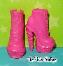 MONSTER HIGH COFFIN BEAN VENUS MCFLYTRAP DOLL REPLACEMENT PINK BOOTS SHOES ONLY