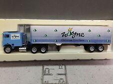 HO 1/87 Con-Cor  Freightliner Tractor w/Tandem Axle Dry Van - Wayne Xmas Tree