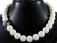 Schöne Halskette aus Korallen  mit Tibet-Silber-Kugel-Perlen Zwischenteilen
