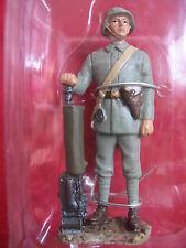 FIGURINE HACHETTE  SOLDATS DE 14-18  #  29B MITRAILLEUR ALLEMAND 1917
