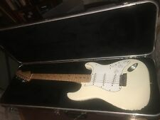 Fender Stratocaster Electric Guitar made in 2000 MM in Exc Cond w/ Hard Case